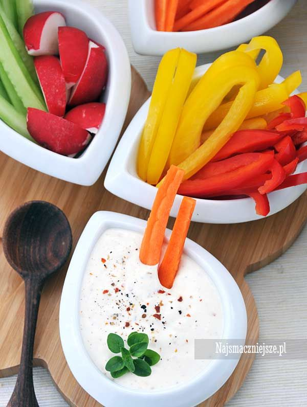 Warzywa z sosem chrzanowym