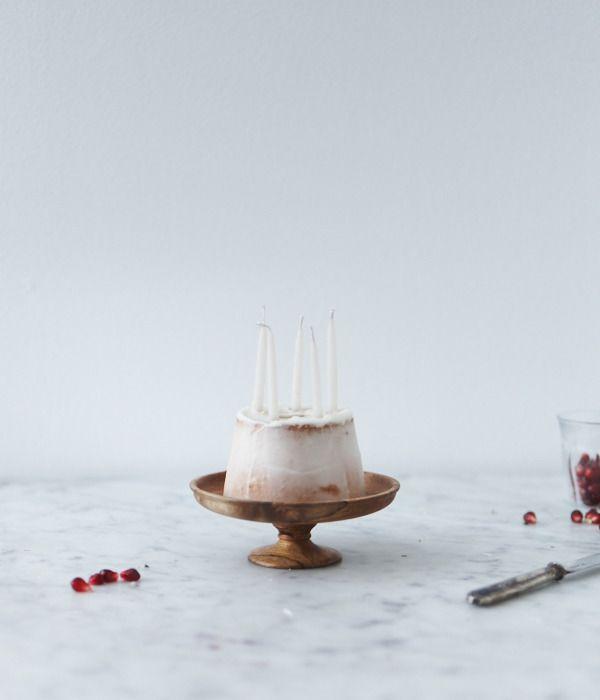 wooden cake piedestal
