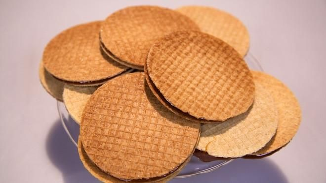 Stroopwafels - recept   24Kitchen Syrupwaffles. If you like the recipe in english please let me know.