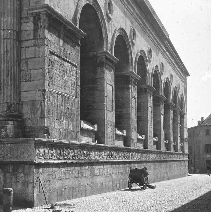 Tempio Malatestiano, Rimini, San Francesco, Alberti, Klassieke sfeer