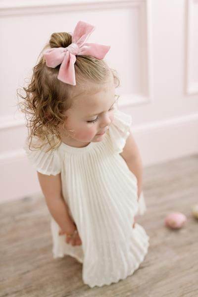 Click to shop the Rachel Parcell x Wunderkin Co. collection. // Classic hair bows for your little girls classic and free spirited style. Handcrafted in the USA and guaranteed for life.