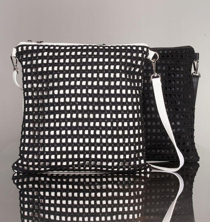 Borsa messenger nella variante bianca con rete nera e tono su tono. | Antonello Serio Primavera Estate 2015 | #SS2015 #Fashion #Italian #messenger See more: www.antonelloserio.it