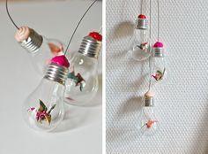 DIY Tutorial: Hanging Origami Lightbulbs.  DIY : Une suspension d'ampoules et d'origami