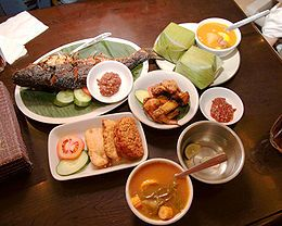 the sundanese food: fried chicken, sayur asem, fried tempe and tofu, roasted fish, lalap and sambal.. slurppp..