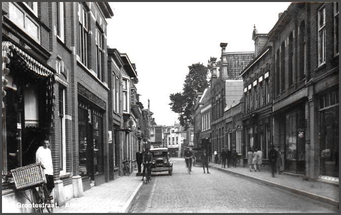 Almelo voor de tweede wereldoorlog Grootestraat Zuid richting Koornmarkt.