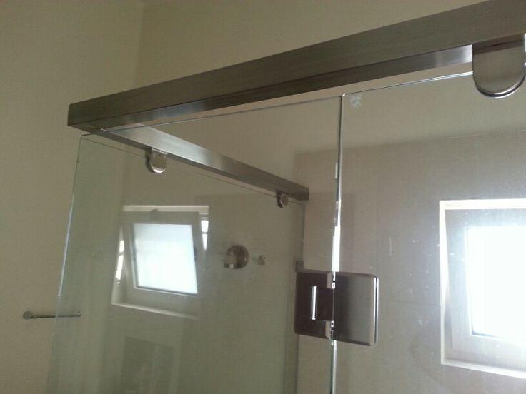 Cancel en vidrio templado con soporte de acero inoxidable for Agarraderas para bano acero inoxidable