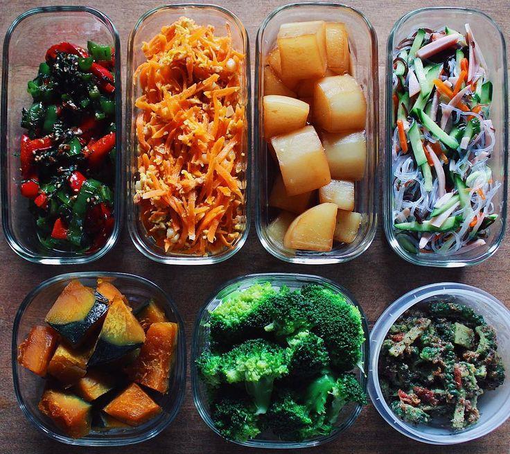 ✎ 今週の作り置き。 ✎ ピーマン・大葉炒め、人参のコーンポーク炒め、大根のべっこう煮、春雨・きゅうり・ハムの酢の物 かぼちゃ煮、ブロッコリー塩茹で、ゴーヤの梅和え コーンビーフではなくコーンポーク。 お姉ちゃんの沖縄土産です。 角切りポテトが入っておりました🕺🏻 ✎ ひとまず、今週はこれで(⁎ꈌོ⁎) #tami飯