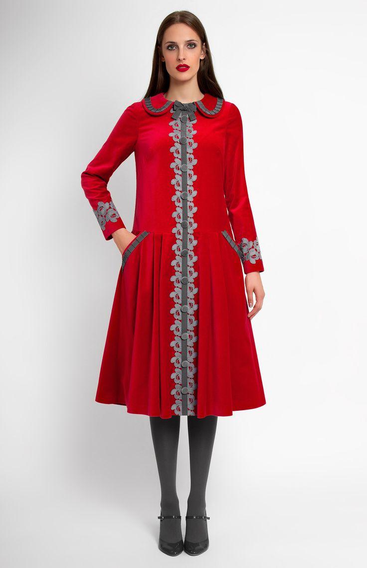 Low-waist long-sleeve cotton velvet dress. Ribbon and lace trim. Turndown collar. Idle button placket. Hidden back zip closure. Side pockets.