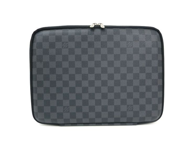 LOUIS #VUITTON Laptop Sleeve PM Briefcase Damier Graphite N58026 (BF302133) All of #eLADY's items are inspected carefully by expert authenticators who have years of experience. For more pre-owned luxury brand items, visit http://global.elady.com