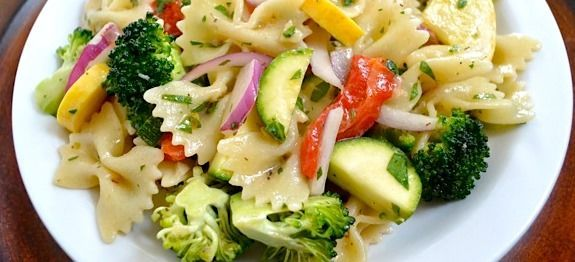 μακαρονοσαλατα με λαχανικα