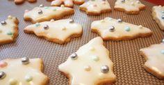 Já que estamos nos preparando para o Natal, nada melhor do que saber como fazer biscoitos para o Natal, e neste caso são biscoitos de manteiga e limão. Uma deliciosa e simples receita de biscoitos para saborear em família. Experimente, com certeza todos irão adorar este saborzinho
