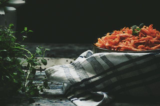 Marchewka po koreańsku z kolendrą i czosnkiem