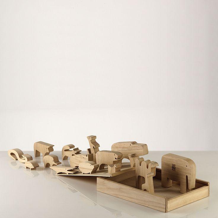 Gioco di design 16 animali  Danese Milano / Enzo Mari  ANIMALI COMPONIBILI. Scatola in legno serigrafata - legno di rovere.