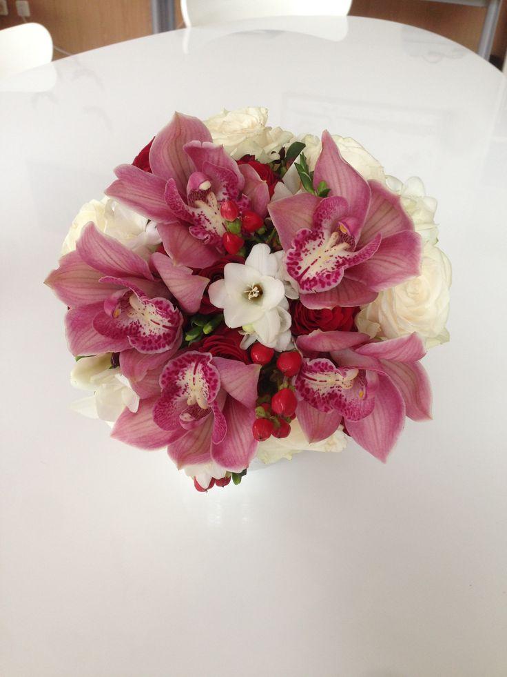 Букет невесты. Орхидеи, розы, фрезии и гиперикум!