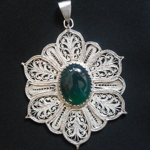 Gorgeous filigree piece. Wonder what kind of stone it is..