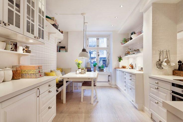 biała kuchnia, styl skandynawski, lampa, stół, jadalnia