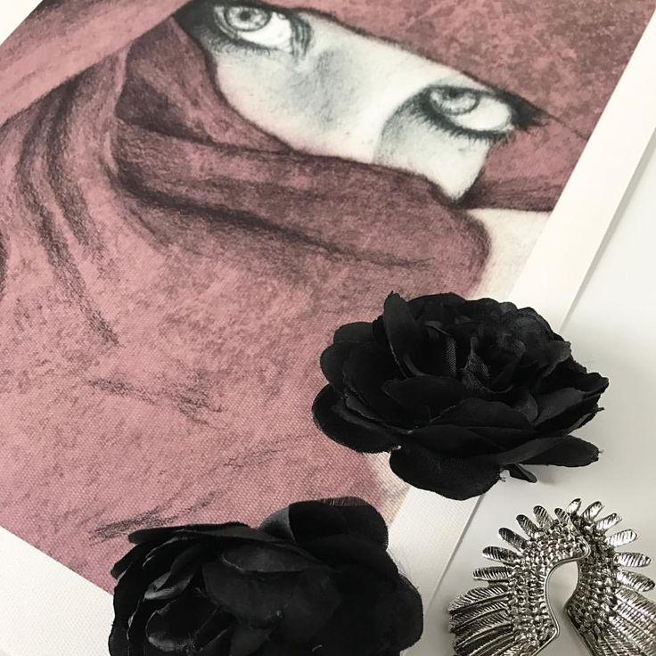 "35 likerklikk, 4 kommentarer – Birgithe Solstrand (@noordavind) på Instagram: ""Love experimenting with accessories on product shoots  one of my favourite prints """