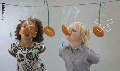Entretener a los pequeños invitados del cumpleaño de tu hijo no es facil. Aquí tienes una idea para que la diversión no pare. #juegos #cumpleaños