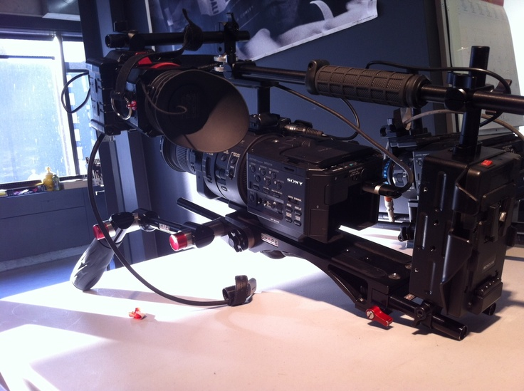@Sony Professional #fs700 and SHAPE V-LOCK QUICK RELEASE BASE PLATE (BP6000)  thanks to Olivier Biron for the picture!   #sony #sonyfs700 #shouldermount #handheld camera #rig #gear #camerasupport #4k