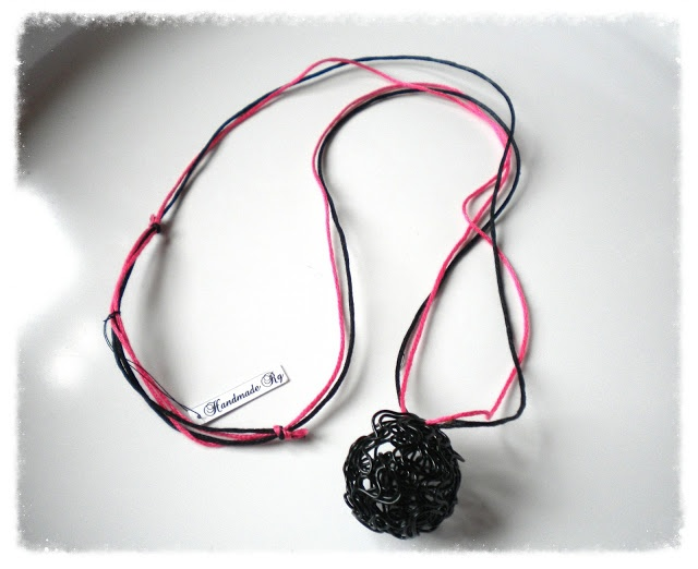 Handmade Jewelry Rg: Necklace with pendant of wire