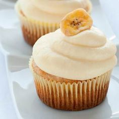 Receta de Cupcakes de Plátano o Banana Cupcakes. Cómo preparar el buttercream frosting de banana o plátano para decorar tus cupcakes.