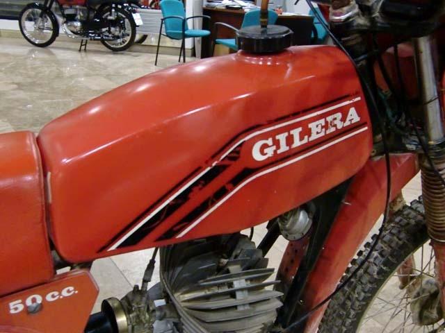 MARCA: GILERA MODELO: GR2 CARACTERÍSTICAS: 50 c.c., COMPLETA, PARA RESTAURAR. AÑOS 80 PRECIO: VENDIDA MÁS INFORMACIÓN EN: http://antequeraclassic.com/cat_vendidos.htm