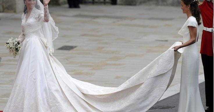 Los 25 mejores vestidos de novia de celebridades. Para hallar el vestido de novia ideal para tu boda no solo debes tener en cuenta tus preferencias sino que debes buscar un diseño que se adapte a tu figura, que te permita sentirte cómoda y que refleje tu personalidad. En este artículo encontrarás los 25 mejores vestidos de novia de celebridades, ...