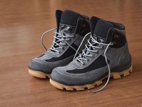 "15 Suka, 1 Komentar - Sepatu Pria 100% Ori Handmade (@sepatupria99) di Instagram: ""Azcost Hiker Safety Boot  Warna: Abu Bahan : Kulit suede Outsol : Rubber tracking Harga :…"""