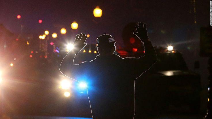 Ненасильственное сопротивление: фотография из Батон-Руж, о которой сейчас говорит весь интернет • НОВОСТИ В ФОТОГРАФИЯХ