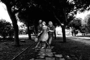 DOPO 10 ANNI DI STORICA OCCUPAZIONE!!!!  Fronte Del Porto Fluviale apre le sue porte.  Accadrà domani, GIOVEDI 7 MARZO ore 18.30 nella Sala da THE.   GTI - GRAN TEATRO ITALIA / Il ricordo di chi non c'era: mostra di foto e illustrazioni di M. Di Domenico e V. Leffe  APERITIVO  Reading musicale con L. Moretti, P.P Di Mino, C. Armati. Letture di L. Funetta, M. Di Mino, M.Lupo, G. Lonobile, L. Iervolino   suoni a cura di Stefano Maura.