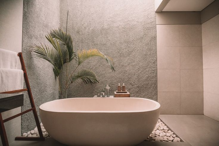 Le summum d 39 un moment de pure d tente est une salle de bain tropicale et minimaliste the - Salle de bain tropicale ...