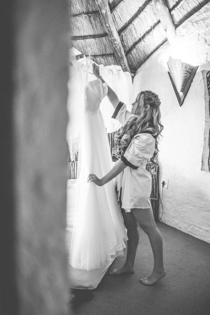 That moment when you realise that your dress was made for you ♡ #bride #wedding #weddingphotoidea #photoidea #bridetobe #erweewedding