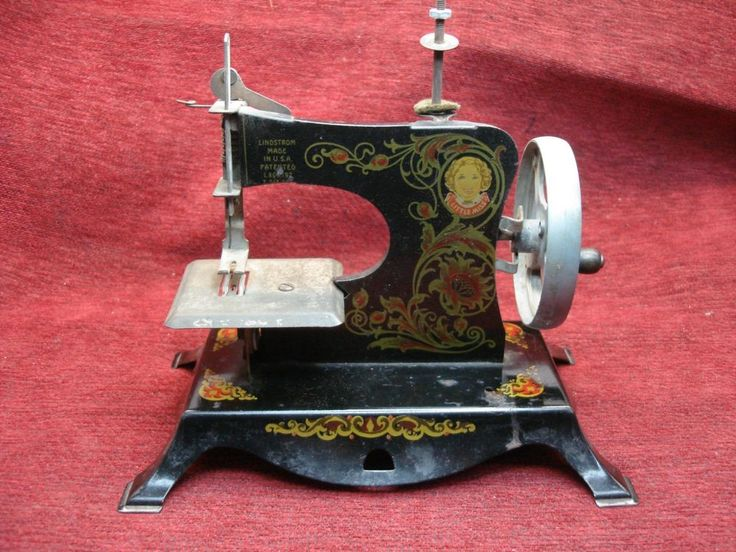 LINDSTROM LITTLE MISS ANTIQUE CHILD'S SEWING MACHINE - HAND OPERATION - NICE #Lindstrom