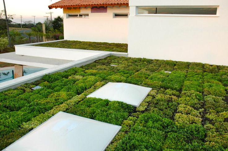 A tecnologia é de fácil manuseio e permite a transformação de praticamente qualquer laje impermeabilizada ou cobertura metálica em jardim. ligue e solicite seu orçamento