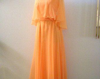 Vintage des années 70 robe de soirée en mousseline de soie pêche - pêche Prom Maxi robe avec mousseline de soie Cape Capelet - années 1970 Boho Party Dress - taille moyenne à grande 12