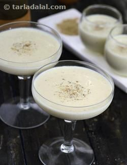 Milk is thickened with fresh bread crumbs to give you an instant rabdi. This is not the original recipes but one that's used to make a really creamy rabdi in a jiffy.