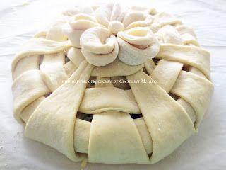 Пирог из дрожжевого теста с начинкой ( тунец, картошка, яйца, сыр, зелень)