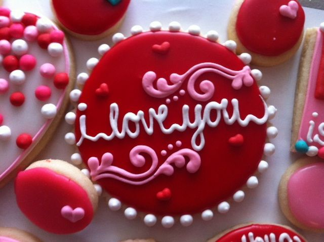 """Rarely do I see a cookie that I truly want to try and copy, but this is an exception! Darling valentine """"I love you"""" cookie"""