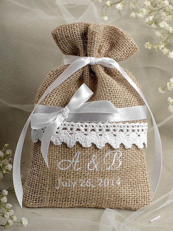Rustic Burlap Wedding Favor Bag , Lace Wedding Favor, County Style GIFt Bag, Custom Tag