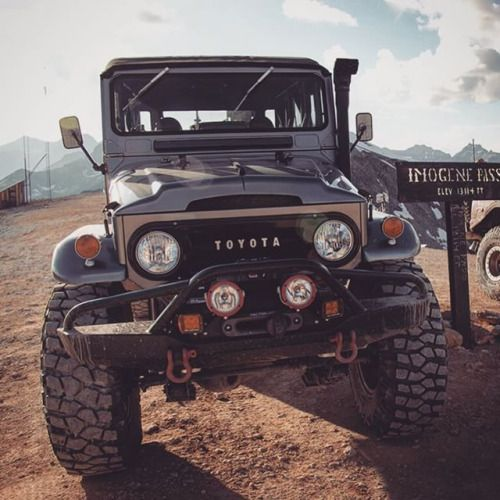 Toyota FJ, a shame they don't build cars like this anymore!