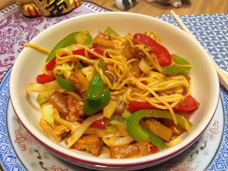 Nieuw recept: Noedels met spitskool in zoetzure saus - http://wessalicious.com/noedels-met-spitskool-in-zoetzure-saus/