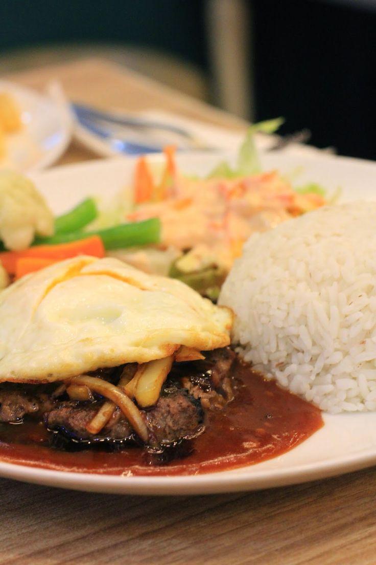 Burger Steak at Mr. Pancake Yogyakarta http://armeiliahandayani.blogspot.com/2014/10/mr-pancake-yogyakarta.html?m=1