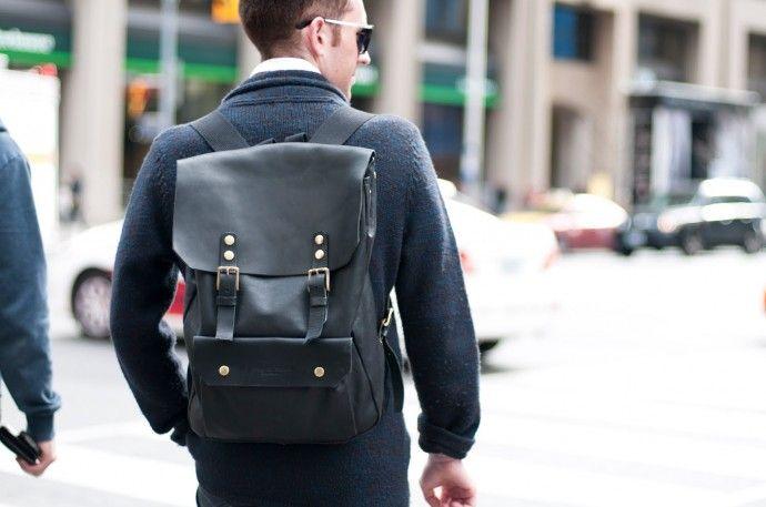 Мужской рюкзак — яркое дополнение к любому костюму