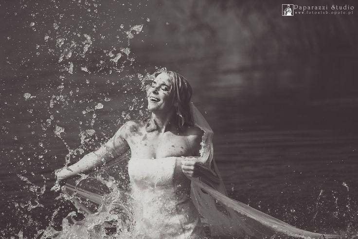 zdjęcia plenerowe w wodzie , water wedding photo