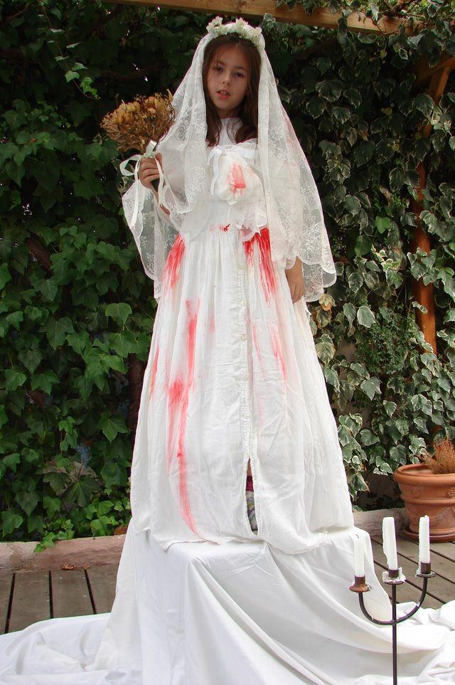 Disfraz casero y rápido de novia zombie: Materiales reciclados
