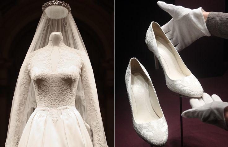 Kate's wedding dress goes on display at Buckingham Palace - hellomagazine.com