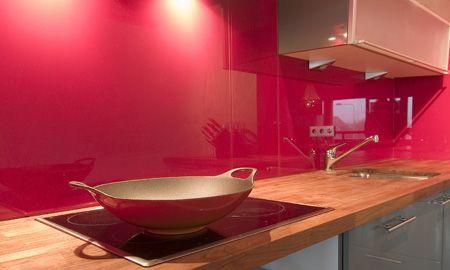 KARÓ Glastegels voor glazen keukenwanden, 90 RAL kleuren op maat.
