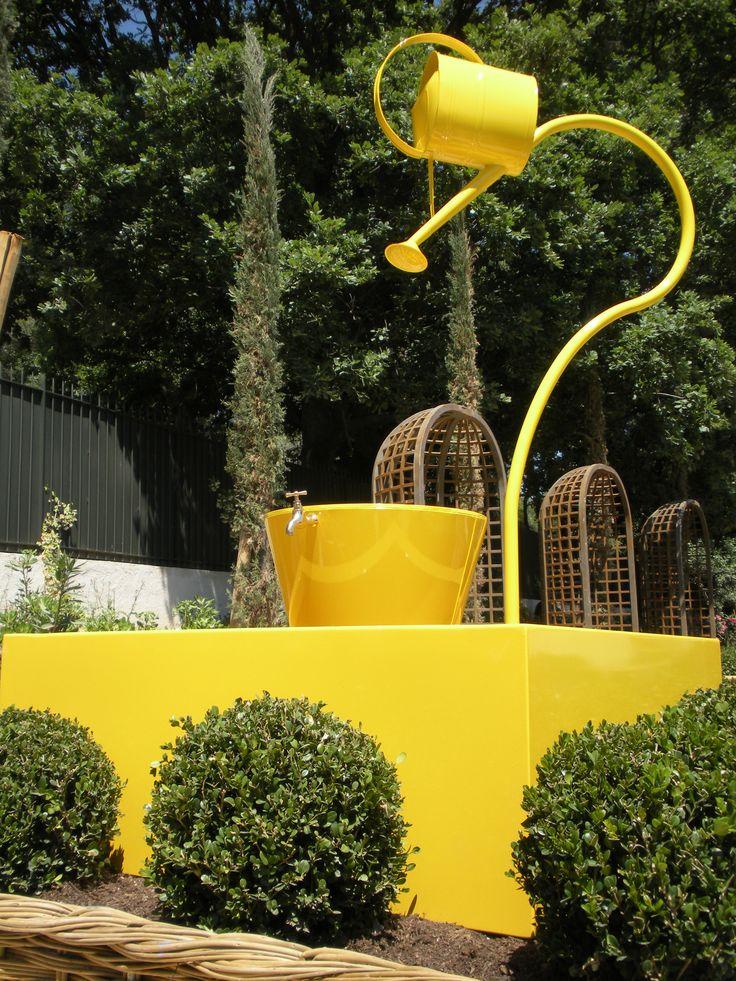 Leopold installée dans un jardin
