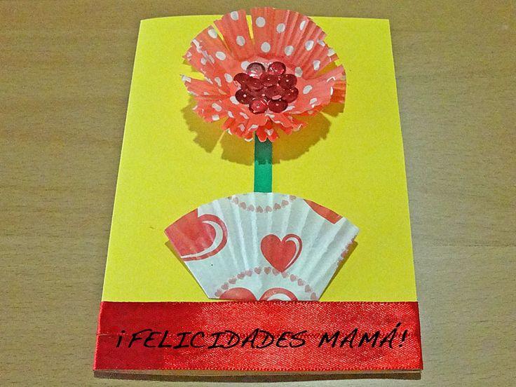Tarjeta de flor con moldes de magdalenas. Manualidad del Día de la ...