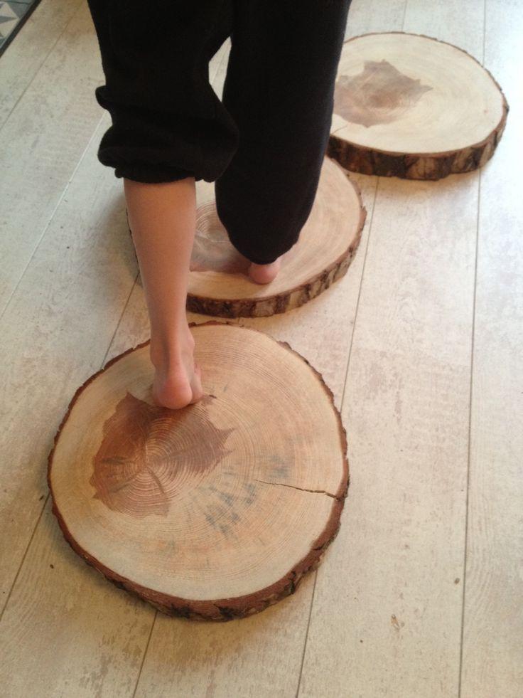 """stepping """"stones"""" van boomschijven voor in de tuin - maak je eigen organische pad door gras of grind!"""